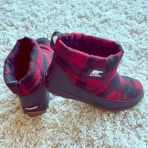 Sorel women's 8 boots worn once !